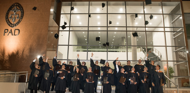 Graduados del Senior Executive MBA comprometidos a mejorar sus empresas y la sociedad